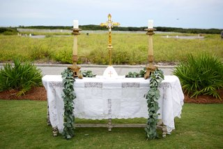 alfresco-ceremony-altar-christian-religion-religious-seaside-cross-crosses-jesus-wedding