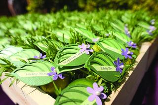 green-paper-leaf-escort-card-in-garden-box