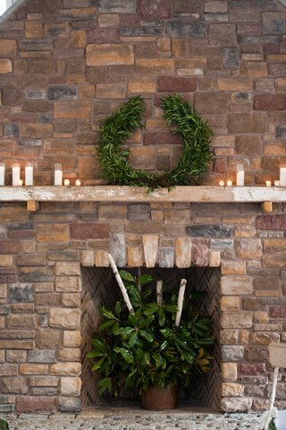 laurel-garland-fireplace-decorations-for-rustic-wedding-candles