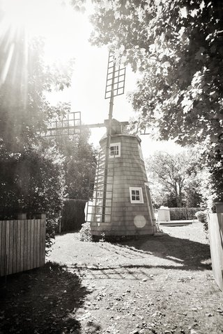 black-and-white-photo-of-windmill-at-inn-venue-in-the-hamptons