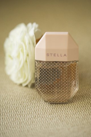 stella-perfume-wedding-day-fragrance-wedding-detail-shots
