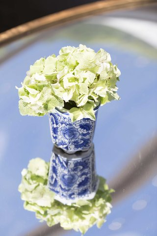 blue-and-white-wedding-decor-southern-inspired-wedding-vase-with-white-flowers-ginger-jar