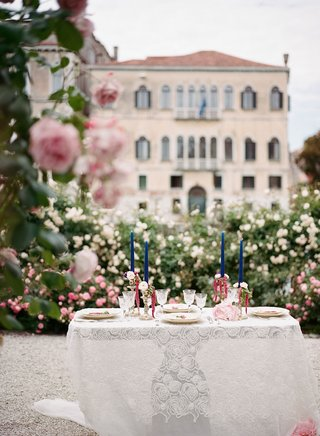 destination-wedding-elopement-in-venice-italy-intimate-dinner-lace-table-linen-and-tall-blue-candles