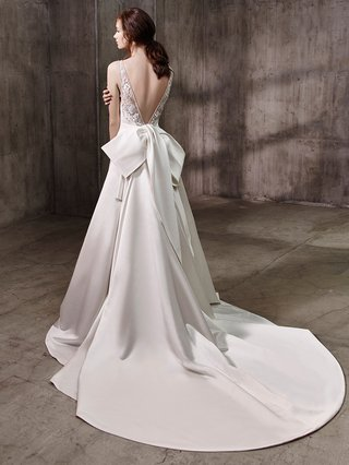 badgley-mischka-bride-collection-2017-annette-wedding-dress-low-v-back-large-bow-silk-train