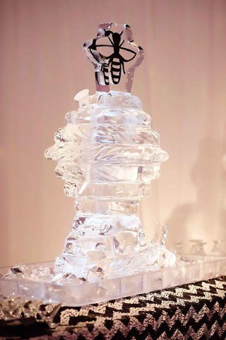 ice-luge-in-shape-of-bee-hive-with-bee-topper
