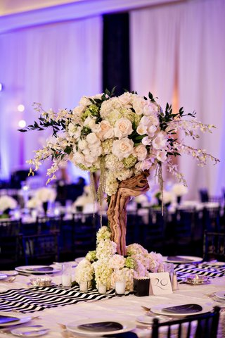 natural-reception-centerpiece-mixed-with-modern-decor-purple-lighting