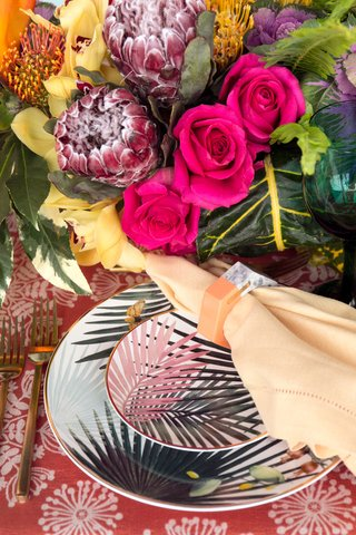 wedding-reception-styled-shoot-inspiration-tropical-palm-frond-print-plates-gold-flatware-pink-rose