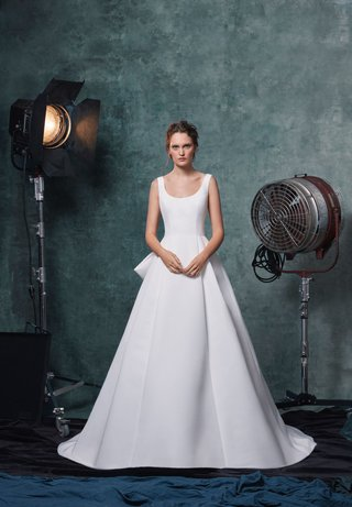 sareh-nouri-fall-2019-bridal-collection-wedding-dress-meryl-faille-scoop-neck-ball-gown-box-pleats