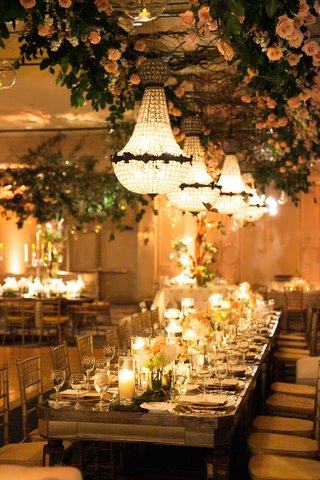 long-head-table-with-low-centerpieces-and-flower-installation-on-ceiling