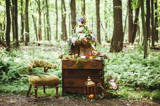 wedding-cake-on-a-stump-atop-a-wood-chest-in-the-forest