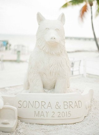 cocktail-hour-wedding-on-sand-beach-sand-sculpture-of-dog