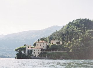 lake-como-wedding-location-villa-del-balbianello-lake-como-views-villa-ceremony-ideas