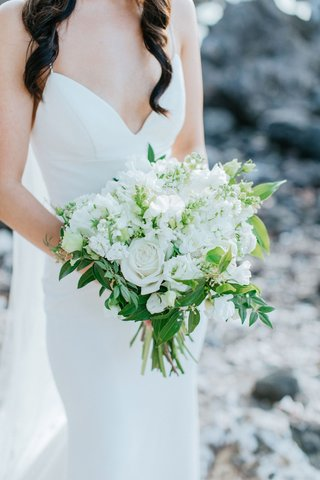 hawaii-destination-wedding-bouquet-white-rose-and-other-flowers-greenery-leaves-structure-crepe-gown