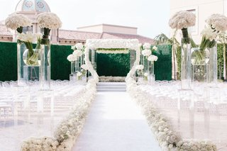 white-wedding-ceremony-greenery-wall-hedge-white-flowers-roses-calla-lilies-aisle-runner