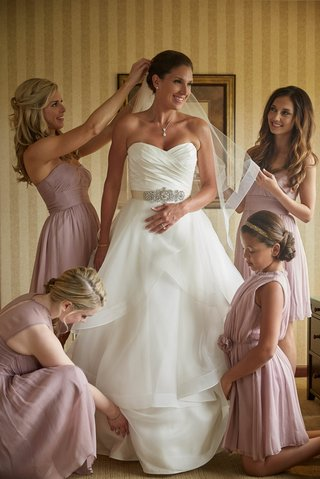 emily-had-a-gorgeous-destination-wedding-in-michigan-and-this-timeless-image-of-her-her-daughter