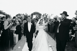 black-and-white-photo-of-couple-walking-up-the-aisle