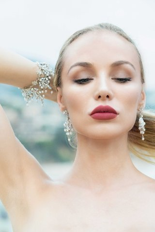 matching-bracelet-and-earrings-with-pearls-crystals-by-renee-pawele-on-bride-with-dark-lipstick