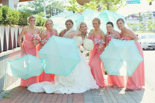 bride-with-bridesmaids-in-pink-dresses-and-blue-parasols