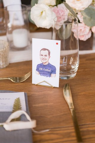 wedding-reception-personalized-wedding-idea-drawing-caricature-of-each-guest-instead-of-place-cards