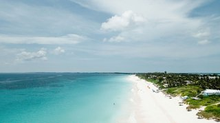 wedding-location-harbour-island-bahamas-turquoise-ocean-water-white-sand-beach