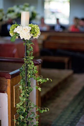 wedding-ceremony-with-stand-holding-pillar-candle-white-roses-and-hydrangeas-ivy