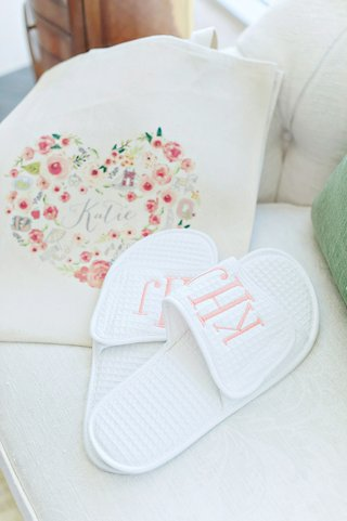 wedding-party-bridal-bridesmaid-gift-ideas-monogram-slippers-in-custom-tote-bag-with-heart-motif