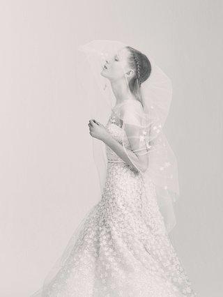 black-and-white-photo-of-elie-saab-bridal-spring-2017-sleeveless-tulle-bridal-gown-wedding-dress
