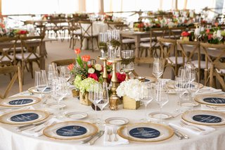white-round-table-with-gold-rim-charger-plate-and-gold-box-low-centerpieces
