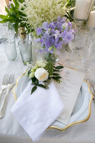 monogram-linen-napkin-embroidery-white-rose-flower-at-each-place-setting-light-purple-flowers-menu