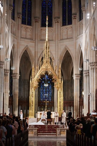 bride-and-groom-at-altar-new-york-city-cathedral-saint-patricks-cathedral-st-pats