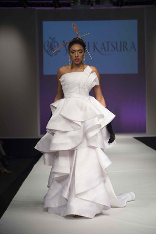 yumi-katsura-fall-2016-ruffle-wedding-dress-with-detachable-skirt-and-origami-draping