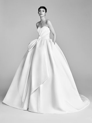 look-9-vrm048-by-viktor-rolf-drape-ball-gown-with-pleated-bodice-bow-and-pockets