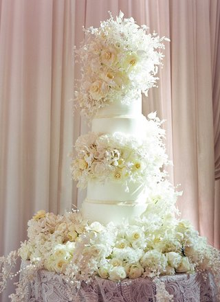 wedding-cake-with-fresh-flowers-and-sugar-flowers-decorating-base-and-tiers-layers-wedding-reception