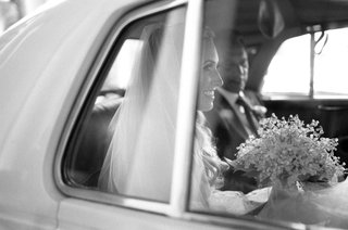 black-and-white-bride-dress-veil-with-lily-of-the-valley-bouquet-white-classic-car-father-of-bride
