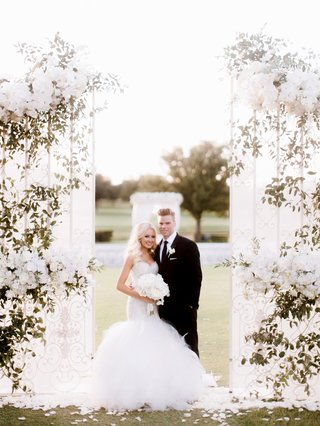 white-gate-to-ceremony-space-wedding-portrait-greenery-white-flowers-decor-dallas-ceremony