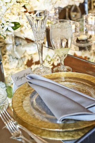 crystal-cut-champagne-flutes-and-charger-plates