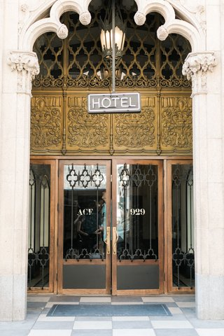 vintage-hotel-entryway-with-neon-sign