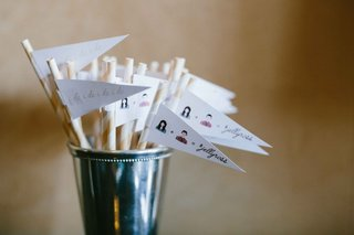 cocktail-paper-straws-with-white-flags-personalized-illustrations-and-i-do-i-do-design