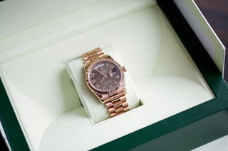 rose-gold-rolex-watch-in-a-green-box