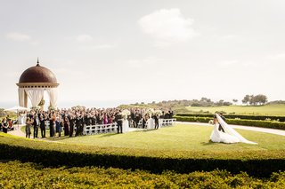 the-resort-at-pelican-hill-wedding-under-a-rotunda-bride-walking-to-the-aisle