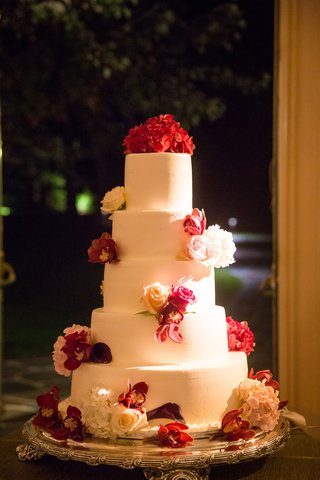 wedding-reception-five-layer-white-fondant-wedding-cake-pink-flowers-white-flowers-hydrangea-rose