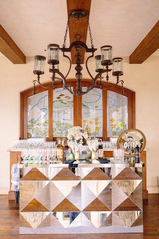 3d-mirrored-tiles-for-wedding-bar