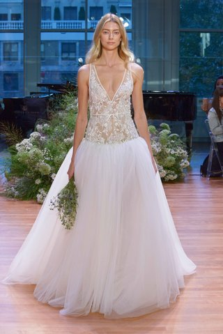 monique-lhuillier-fall-2017-bridal-collection-viola-drop-waist-v-neck-wedding-dress-embroidery-tulle