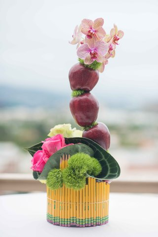 teacher-school-theme-bridal-shower-pencil-vase-with-pink-roses-green-moss-red-apples-pink-orchids