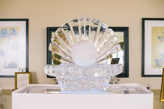 wedding-reception-in-a-venue-by-the-sea-with-a-seashell-and-pearl-ice-sculpture