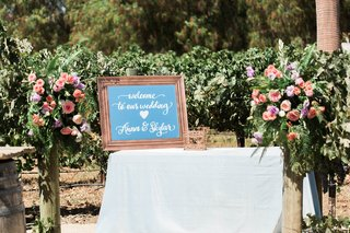 pitch-perfect-stars-anna-camp-skylar-astin-wedding-mirror-sign-welcome-calligraphy-table