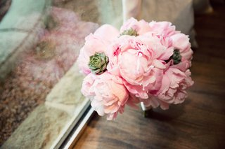 bridesmaid-bouquet-with-pink-peonies-and-green-succulents