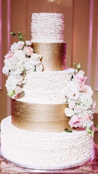 five-tier-5-tier-white-gold-wedding-cake-bumpy-smooth-real-flowers-classic-dallas-wedding-wavy