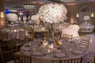 ivory-and-blush-roses-held-by-crystal-stand-gold-chiavari-chairs