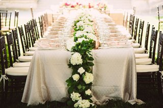 wedding-reception-long-head-table-with-runner-of-green-garland-and-white-rose-hydrangeas-rose-gold